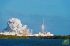 Американское издание отмечает, что заявленным планам может помешать неготовность парашютов и системы аварийного спасения космического корабля