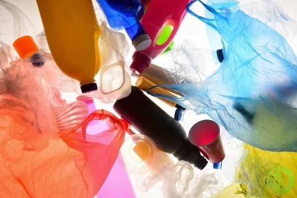 Также рассматриваются экономические аспекты отказа от пластика