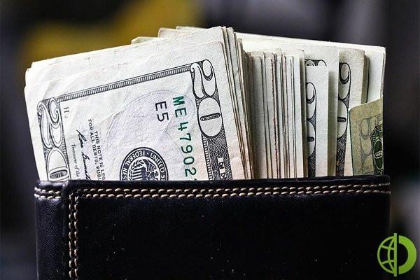 Сбережения на валютных счетах в прошлом месяце выросли на 1,2 процента
