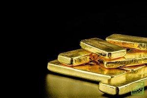Золото падает в цене накануне заседания ФРС США