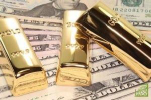 Доллар дешевеет, золото растет в цене