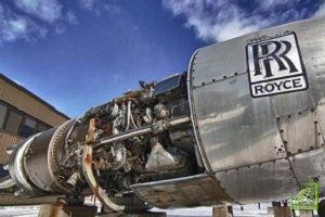 Группа Rolls-Royce занимается поставкой оборудования в гражданской и военной авиации, в морском и энергетическом секторах