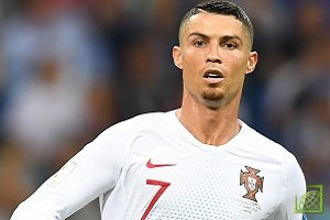 Португальский футболист Криштиану Роналду душ Сантуш Авейру