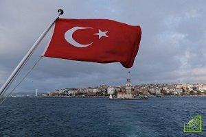 Курс турецкой лиры к доллару США упал до рекордного минимума, доходности госбумаг резко выросли на фоне обострения конфликта между Анкарой и Вашингтоном