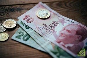 Ослабление в августе турецкой лиры и российского рубля в основном обусловлено напряженностью в отношениях с США и американскими санкционными угрозами.