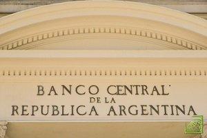 Центральный банк Аргентины на внеочередном заседании объявил о повышении процентных ставок с 40% до 45%.
