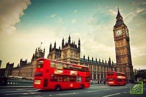 Розничные продажи в Великобритании в июле превзошли ожидания аналитиков, поскольку жаркая погода и скидки в магазинах побуждали британцев совершать покупки.