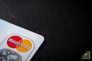 В России с начала этого года бесконтактные оплаты картами или смартфонами составляют уже более 50% от доли всех операций, отмечает Mastercard