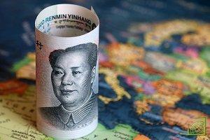 Ослабление юаня произошло после того, как китайский Народный банк установил средний обменный курс на уровне 6,9225 юаня за доллар