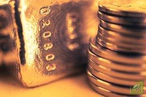 Причина роста цен — устойчивый спрос на золотые слитки на фоне торговой войны между Китаем и США