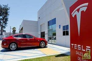 Акции компании Tesla упали перед открытием торгов в четверг, 16 января, на 4,78% до $493,70 за штуку.