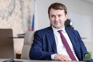 По его словам, Россия продолжает двигаться вперед с точки зрения делового климата и сейчас занимает 28-е место в рейтинге Doing Business