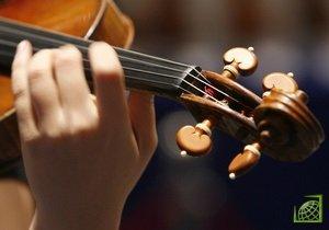Исторический инструмент, известный как Коста-скрипка по имени его создателя итальянского мастера Пьетро Антонио далла Коста, был изготовлен в 1764 году
