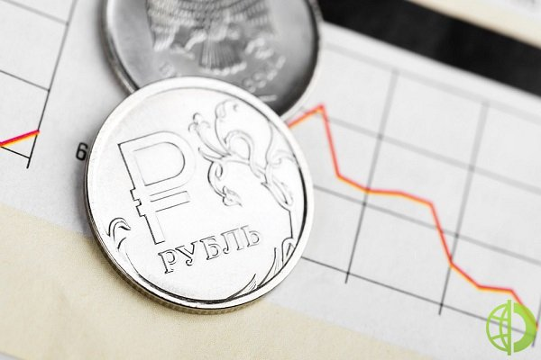 Рубль корректируется вниз
