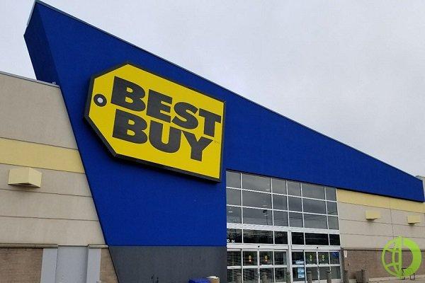 Компания заявила, что сократила эти рабочие места на фоне того, что все больше и больше покупателей предпочитают делать покупки в Интернете
