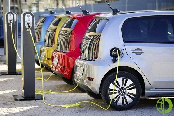 Электромобили, такие как кроссовер стоимостью 10 000 долларов, произведенный Hozon Auto, привлекают клиентов невысокими затратами на техническое обслуживание и низкой стоимостью