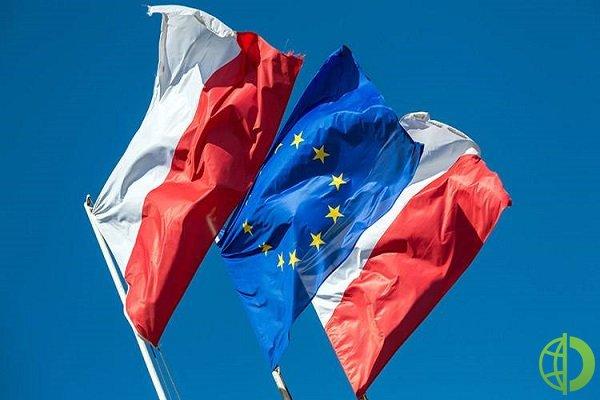 Комиссия полагает, что польский закон о судоустройстве подрывает независимость польских судей и несовместим с верховенством права ЕС
