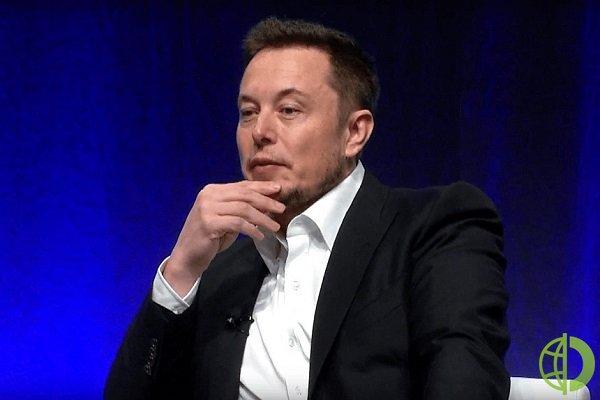 Акции Tesla рухнули после сообщения о том, что двое мужчин погибли после того, как их Tesla Model S 2019 года врезалась в дерево и загорелась
