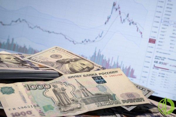 Рубль в мае традиционно падает, как и многие рисковые активы