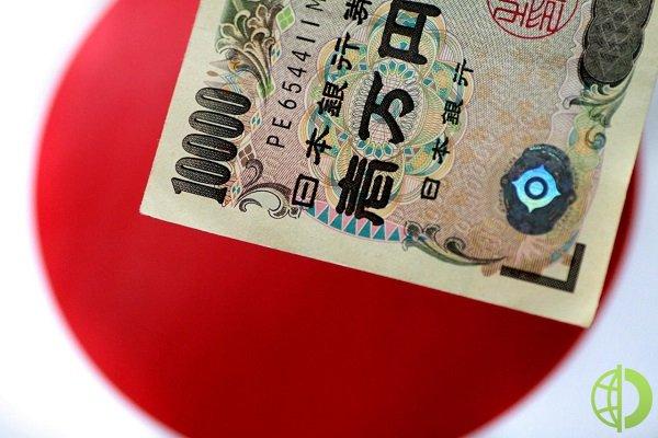 Японская валюта обвалилась в паре с франком до 121,09