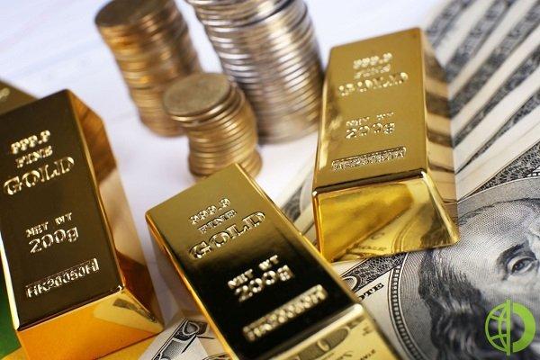 Фьючерсы на золото снижаются на фоне растущего доллара