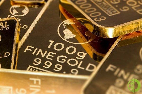 Золото растет на фоне обвала доходности облигаций США