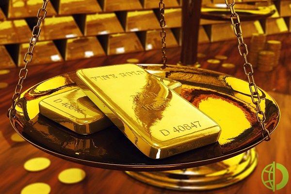 Курс золота остался стабильным на фоне падения мировых рынков