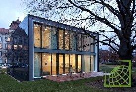В экспериментальном доме продемонстрированы принципы работы энергоэффективных систем.